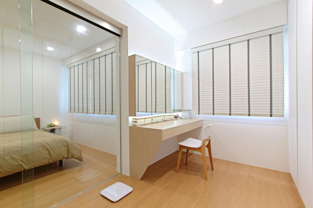 Project muji home of white wood and chrome reno t for Muji home design