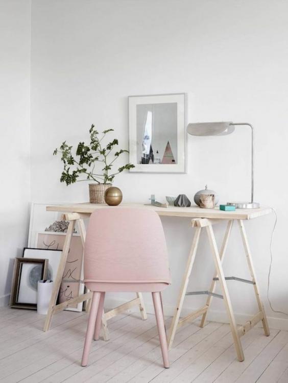 wall-color-pink-study-wood-desk-scandinavian-live.jpg.232af3de35f82d6fadc2ef9a4d7fa580.jpg