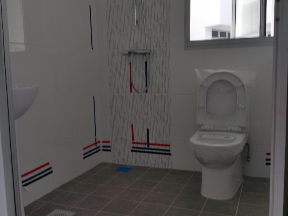 5bathroom.jpg.a1478f1c82243a90965c89e111a9670b.jpg