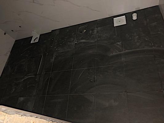 679948514_smaller_Bathroomtilesdone.jpg.2d7177364929e280a9879d47e50e8b7a.jpg