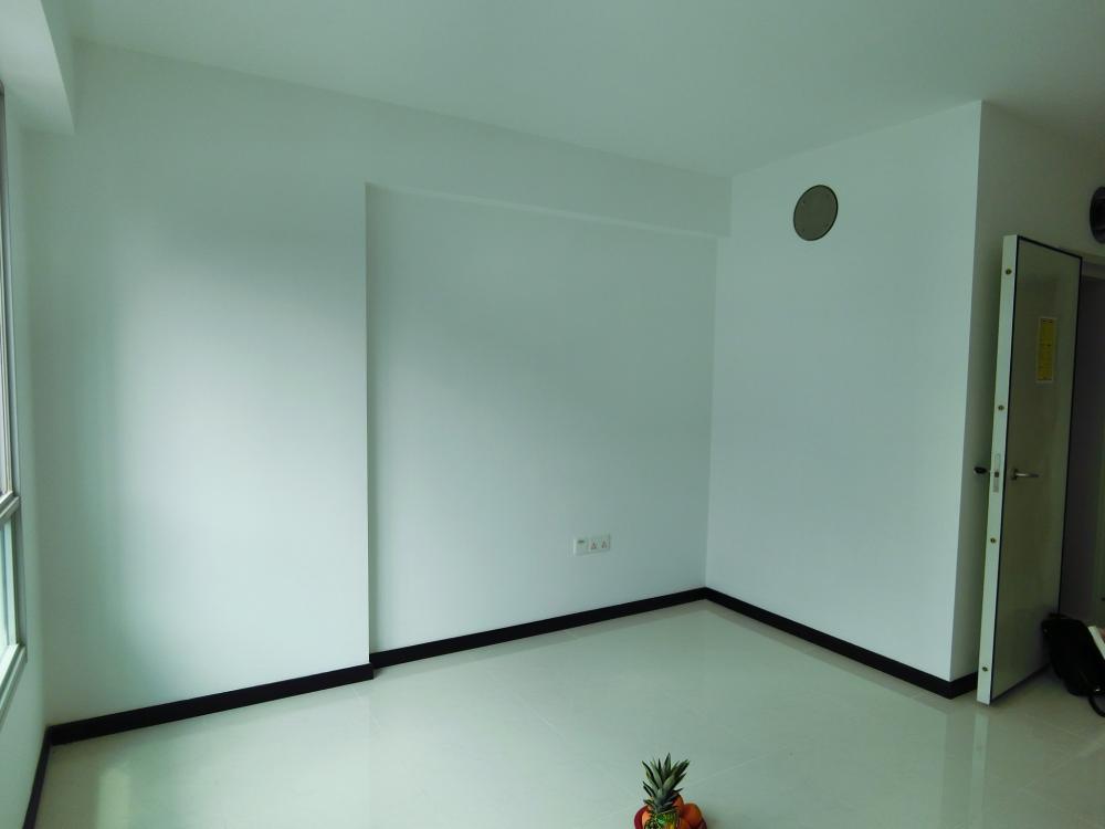 living area2.JPG