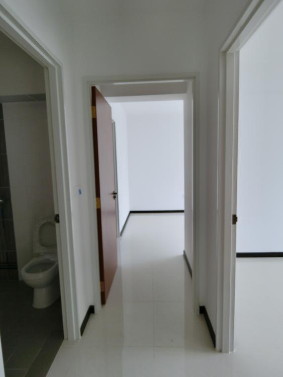 walk way to master bedroom.JPG