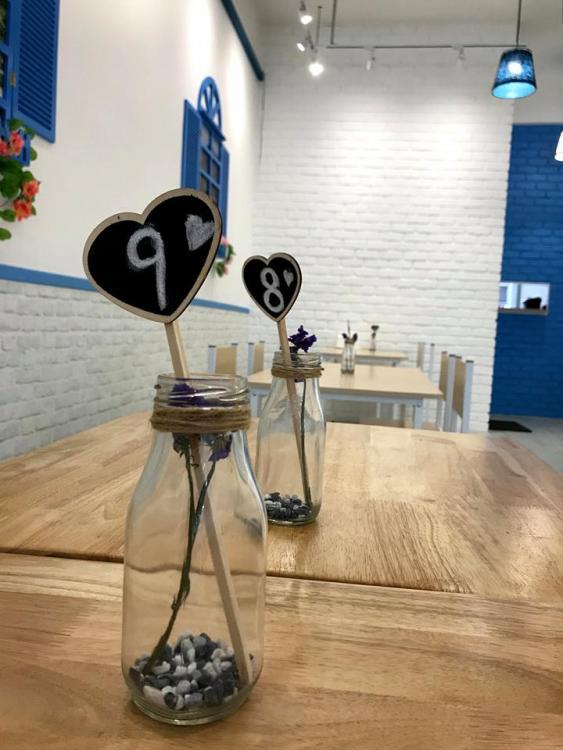 mazry-cafe-commercial-interior-design-johor-bahru-table-number.jpg.df3d74907fccee464b736dca7889fbfa.jpg