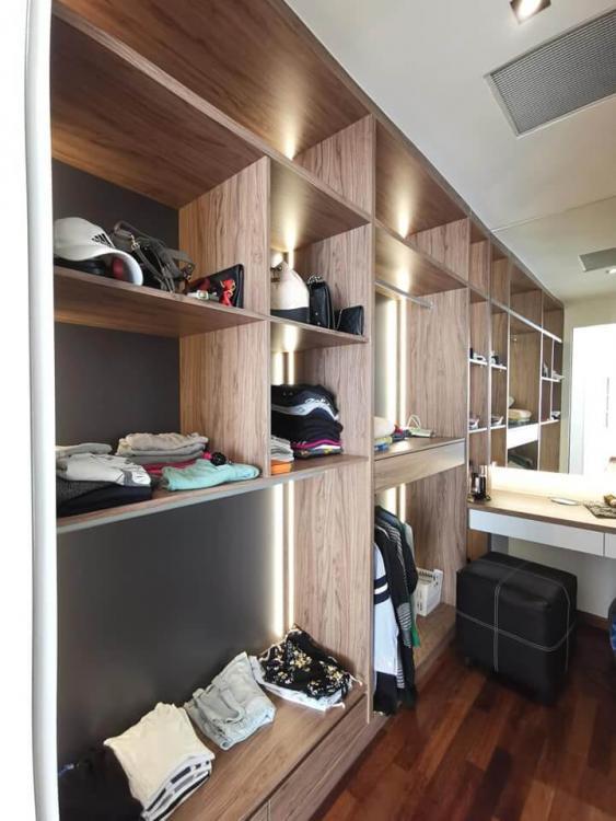 de-space-summerscape-luxury-condominium-clothes-shelves-dressing-table-best-interior-design-johor-bahru.jpg.6022061da113caf457c764c814df1e2d.jpg