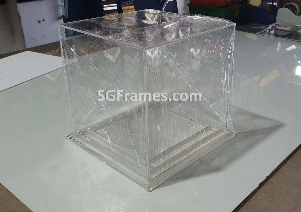 SGFrames.com Glass Acrylic Box for Display Idols Small figurines 140820b3.jpg