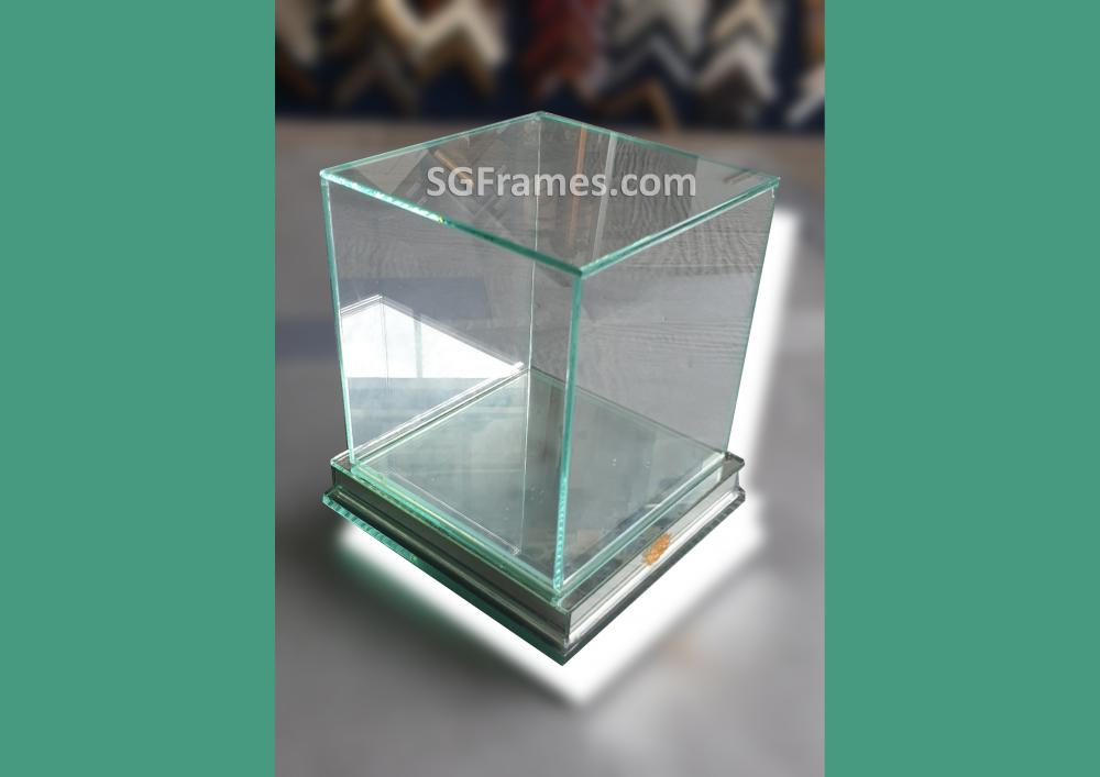 SGFrames.com Glass Box for Display Idols Small figurines 140820a2.jpg