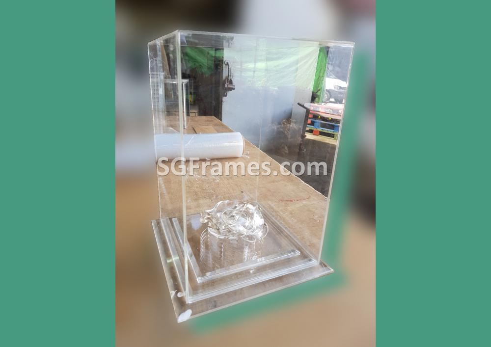 SGFrames.com Glass Acrylic Box for Display Idols Small figurines 140820b1.jpg