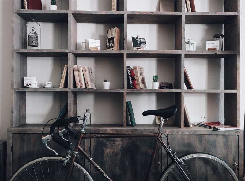 10 Interesting Solutions to Store Books in Small Apartments